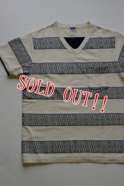 画像2: 「Pherrows」 フェローズ  クロスバンダナ柄 ジャガードボーダー 半袖ポケット Vネック Tシャツ 15S-PVBT1 [ナチュラル・ネイビー]