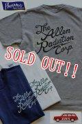 「Pherrows」 フェローズ The Allen Radiation Corp 半袖 プリント Tシャツ 15S-PTJ7 [Wグレー・ホワイト・ネイビー]